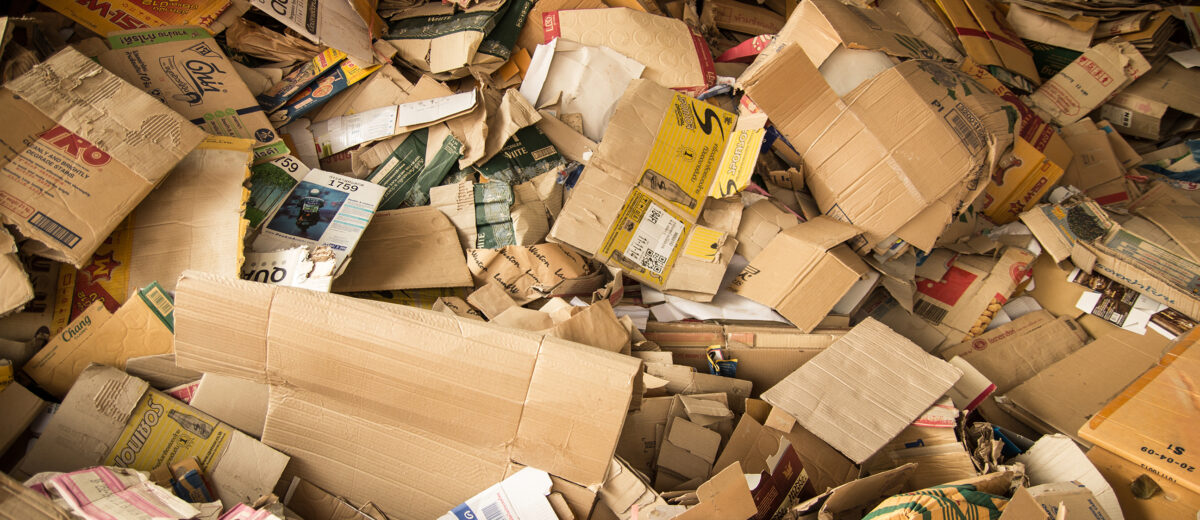 Article3_COLOURBOX12628278_cardboard waste_LR