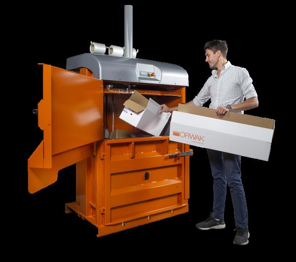 Orwak Compact 3120_loading cardboard_LR2