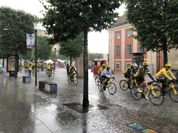 Team Rynkeby trotsar regnet
