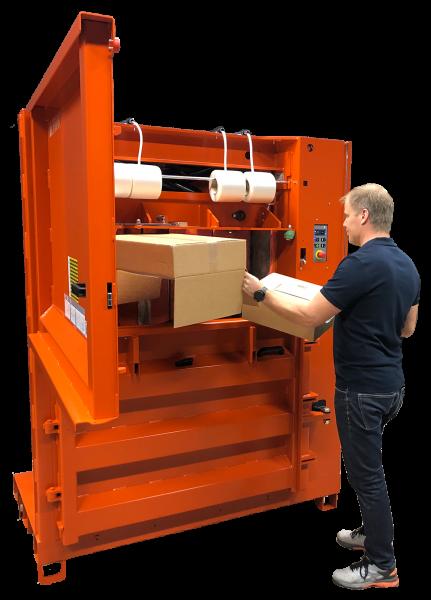 Orwak 3220_loading cardboard2