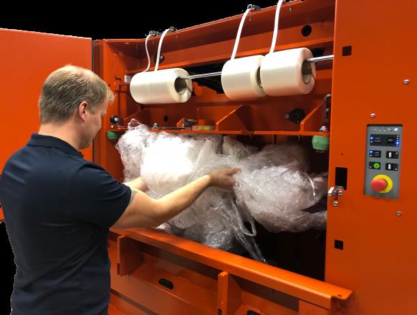 Orwak 3220_loading plastic5